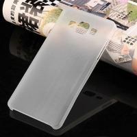 Ультратонкий пластиковый чехол для Samsung Galaxy J7 белый