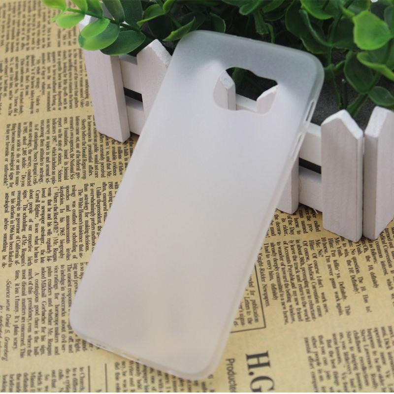 Ультратонкий пластиковый чехол для Samsung Galaxy S6 Edge белый