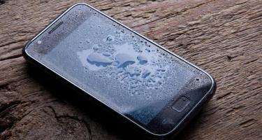 Как высушить промокший мобильный телефон
